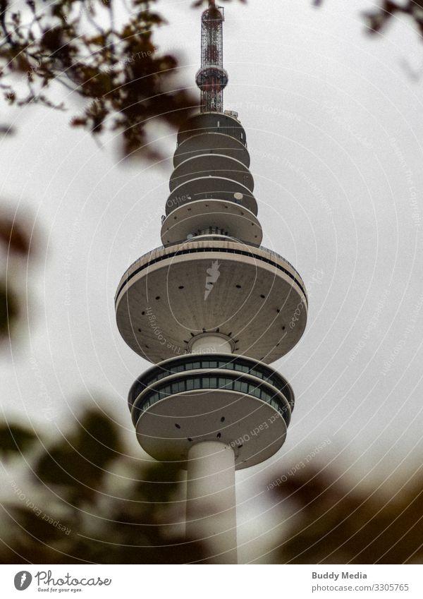 Der Hamburger Tele-Michel / Fernsehturm Hafenstadt Turm ästhetisch elegant gigantisch groß rund Stadt braun weiß Stil Heinrich hertz Hamburger Fernsehturm