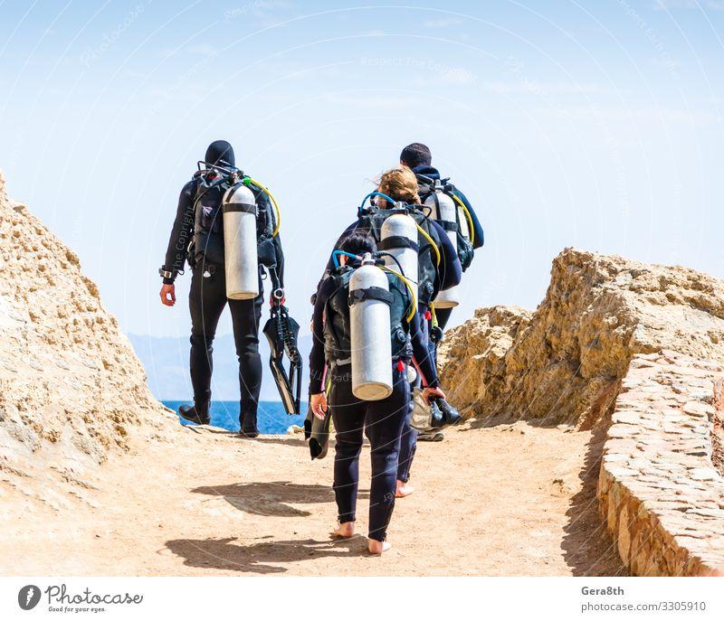 Taucher gehen auf das Meer am Himmel mit Wolken in Ägypten Dahab exotisch Erholung Freizeit & Hobby Ferien & Urlaub & Reisen Tourismus Sommer Sport tauchen