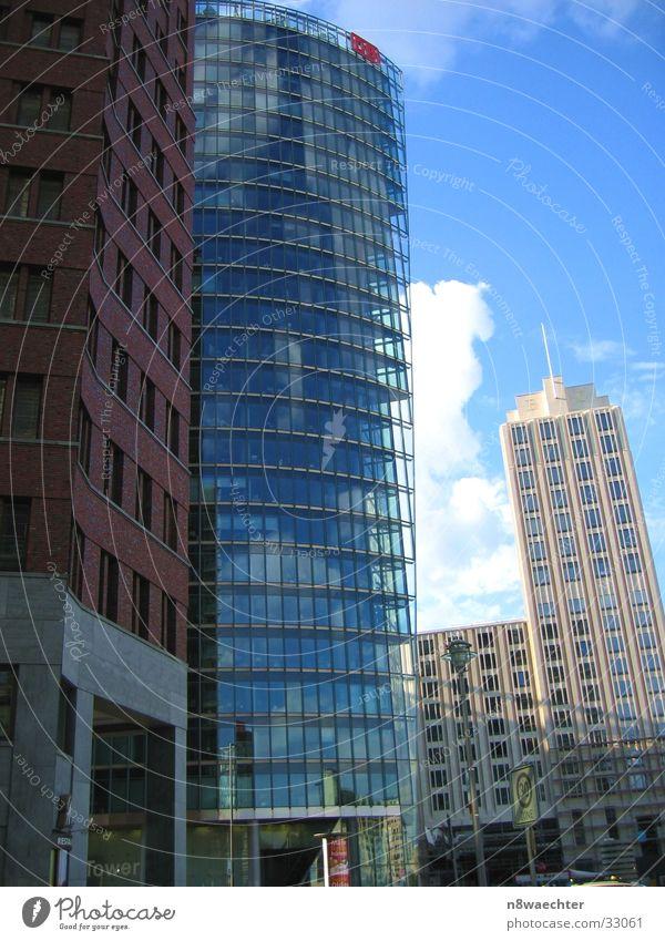 Vorwitzig Potsdamer Platz Glasfassade Reflexion & Spiegelung Gebäude Architektur DB-Tower Berlin Himmel Perspektive Konglomerat