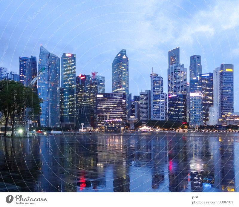 Singapore skyline Insel Haus Kultur Stadt Skyline Hochhaus Bauwerk Gebäude Architektur Fassade Wahrzeichen glänzend nass stadtstaat Asien Südostasien