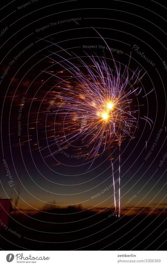 Feuerwerk Silvester u. Neujahr Pyrotechnik Stern (Symbol) Knall Explosion Himmel Himmel (Jenseits) Nachthimmel dunkel Feste & Feiern Party