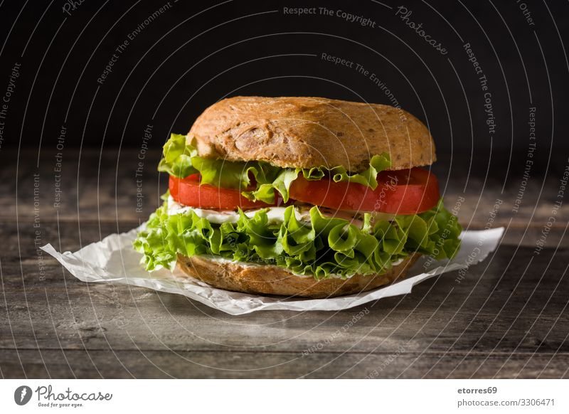 Gemüse-Bagel-Sandwich Belegtes Brot Lebensmittel Gesunde Ernährung Foodfotografie Mahlzeit Tomate Mozzarella Salat Kopfsalat Käse Snack Vegetarische Ernährung