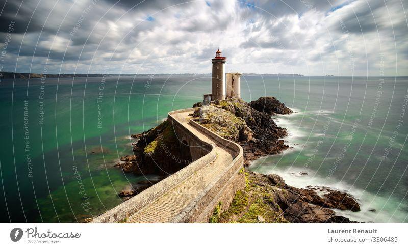 Blick auf den Leuchtturm Phare du Petit Minou Ferien & Urlaub & Reisen Tourismus Meer Natur Felsen Küste Brücke blau Frankreich Atlantik bretagne Klippe Europa