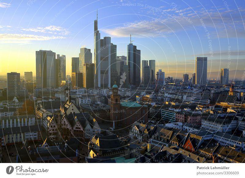 Türme und Türmchen Arbeitsplatz Wirtschaft Kapitalwirtschaft Börse Geldinstitut Umwelt Landschaft Himmel Wolken Sonnenlicht Schönes Wetter Frankfurt am Main