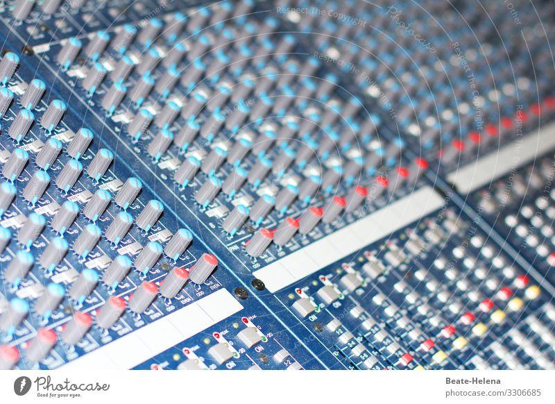 Optimales Klangerlebnis Hardware Musikmischpult akustisch Soundcheck Unterhaltungselektronik Kunst Konzert Bühne Band Musiker Orchester Bühnenbeleuchtung