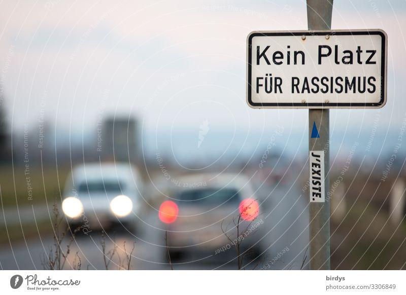 nicht hier und nicht anderswo Straße Bewegung Zusammensein PKW leuchten Schriftzeichen Kommunizieren Schilder & Markierungen authentisch Hinweisschild Zeichen