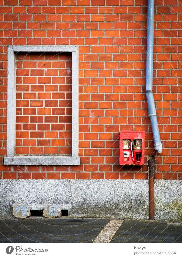 Verfall, kaputtes Fallrohr neben einem alten Kaugummiautomaten Immerath Dorf Mauer Wand Fassade Fenster Dachrinne Backsteinfassade authentisch grau rot