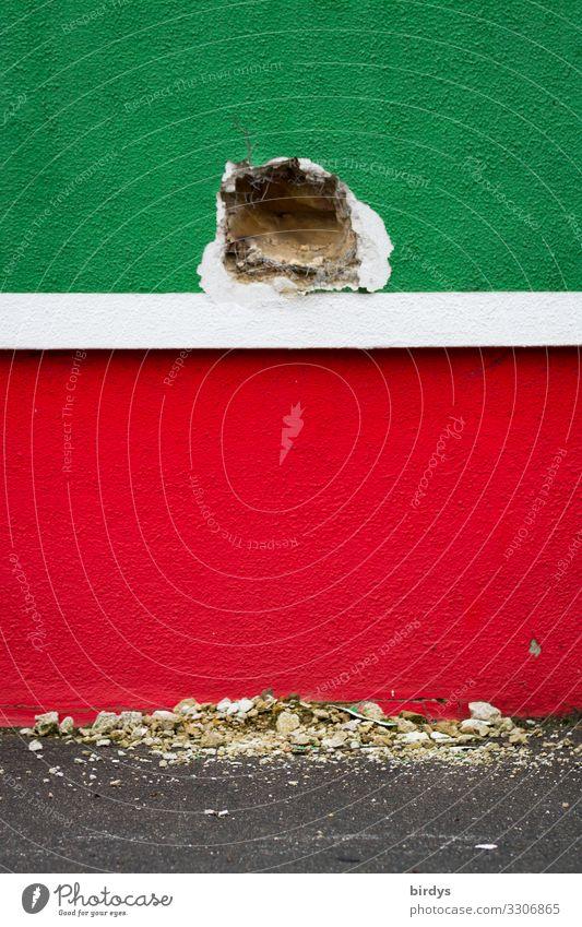 Der Durchbruch Handwerk Baustelle Mauer Wand Loch Arbeit & Erwerbstätigkeit authentisch kaputt grün rot weiß Erfolg Tatkraft Farbe Genauigkeit Zerstörung