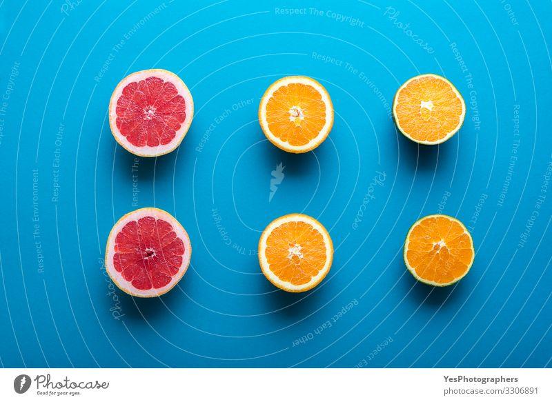 Frische Orangen und Grapefruit halbiert. Zitrusfrucht-Hälften Lebensmittel Frucht Frühstück Bioprodukte Vegetarische Ernährung Diät Gesunde Ernährung frisch
