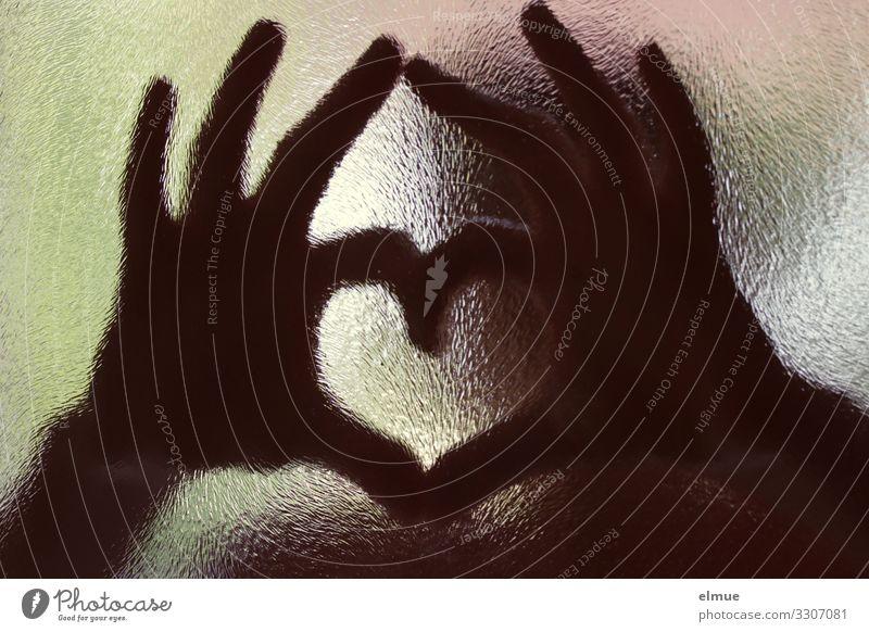 Herzilein Hand Finger Tür Glastür Zeichen herzförmig Kommunizieren Zusammensein trendy Gefühle Glück Fröhlichkeit Lebensfreude Begeisterung Verliebtheit