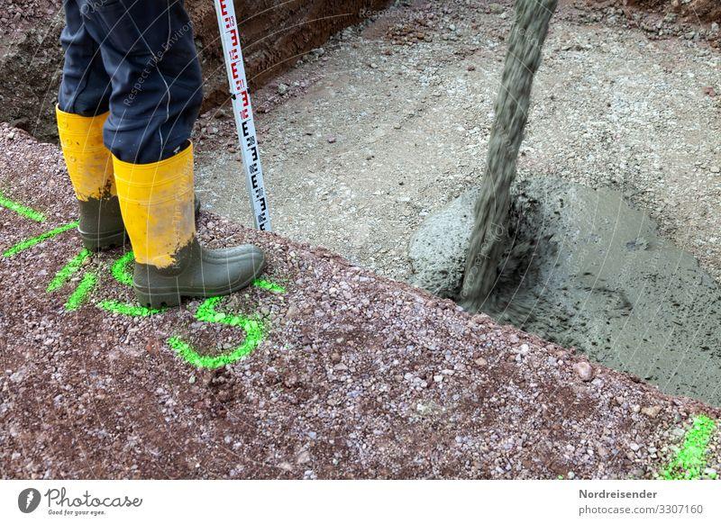 Fundament betonieren Hausbau Arbeit & Erwerbstätigkeit Beruf Handwerker Arbeitsplatz Baustelle Wirtschaft Industrie Werkzeug Messinstrument