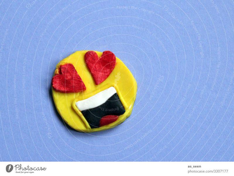 Love Lifestyle Kunst Jugendkultur Subkultur Medien Neue Medien Internet Zeichen Emoji Smiley Liebe liegen authentisch Coolness frech Glück trendy positiv gelb