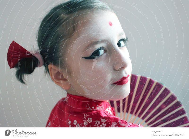 Geisha Karneval Kindererziehung Kindergarten Mädchen Leben Gesicht 3-8 Jahre Kindheit 8-13 Jahre Mode Kimono Accessoire Fächer brünett Zopf Blick einzigartig