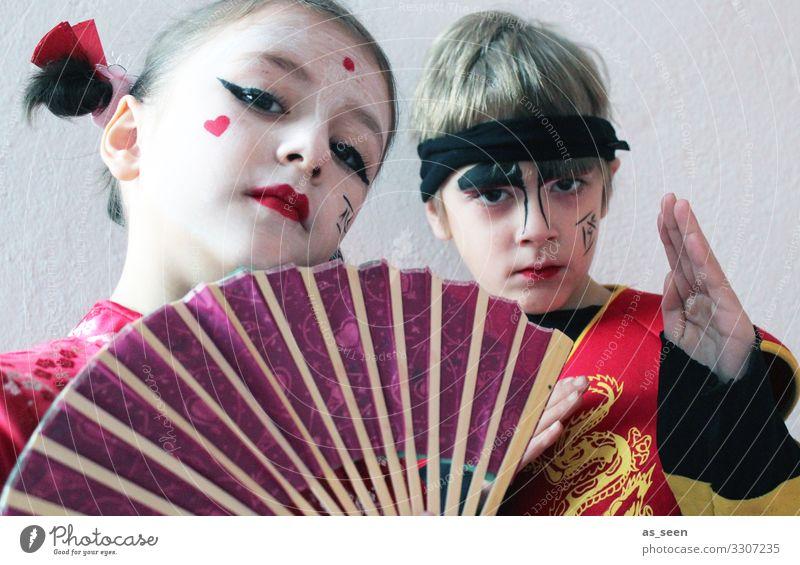 Geisha und Samurai Karneval Mädchen Junge Kindheit Leben Gesicht 2 Mensch 3-8 Jahre 8-13 Jahre Theaterschauspiel Jugendkultur Show Mode Bekleidung Fächer
