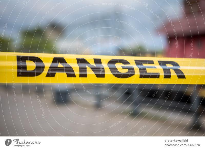Danger Umwelt Klimawandel gefährlich Flatterband Barriere Risiko Durchgang Farbfoto