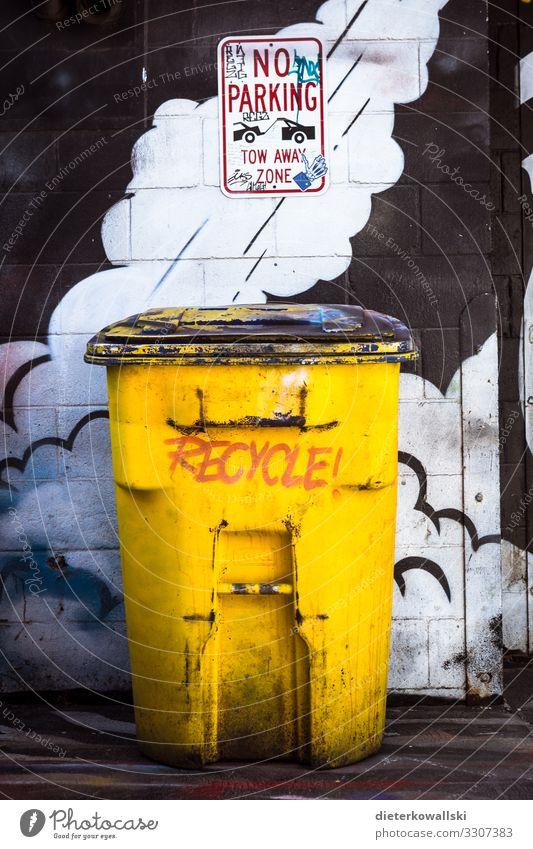 Recycle! Mensch Umwelt Stadt Container Tatkraft Müll Müllbehälter Recycling Umweltschutz nachhaltig Müllverwertung Müllvermeidung Aktion Farbfoto