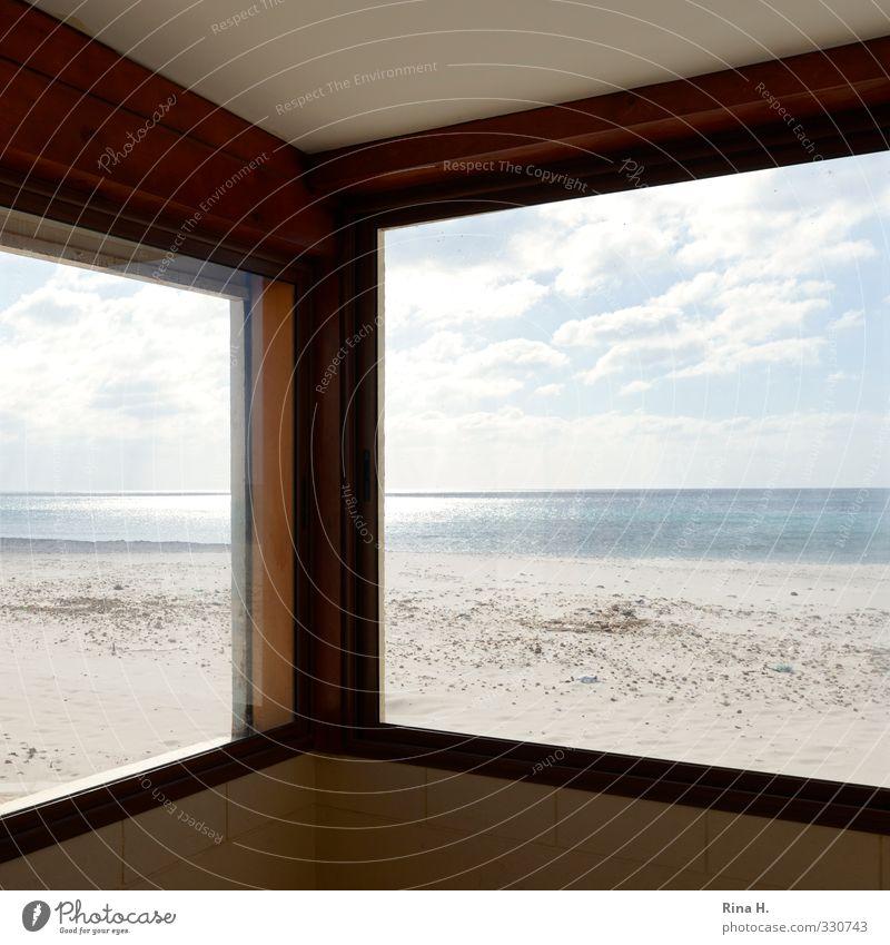 Ausblick Himmel Ferien & Urlaub & Reisen Sonne Meer Einsamkeit Wolken Strand Fenster Wand Mauer hell Kunst Horizont leer Schönes Wetter Fensterblick