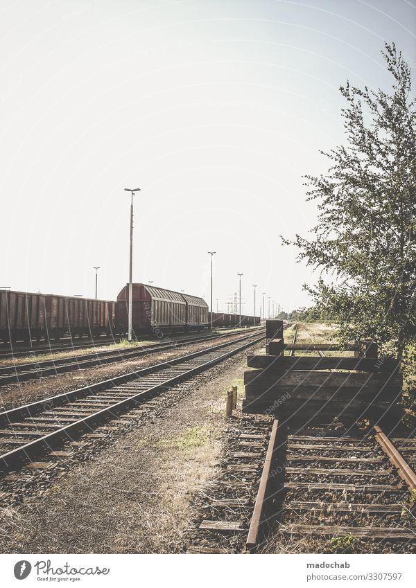 Menschenleeres Gleis Endstation endstation zug Verkehr einsam verlassen Eisenbahn Ferien & Urlaub & Reisen Zug Gleise Öffentlicher Personennahverkehr Bahnhof