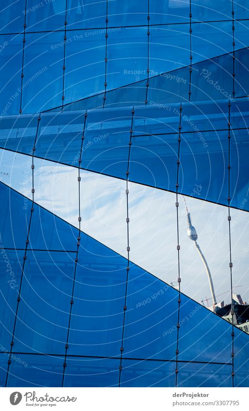 Berliner Fernsehturm in einer Spieglung eines Neubaus Ferien & Urlaub & Reisen Architektur Gebäude Tourismus außergewöhnlich Kraft ästhetisch Erfolg Coolness