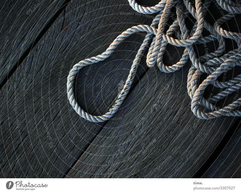 Seilschaften #23 Schifffahrt Hafen Anlegestelle Holz Kunststoff liegen dunkel maritim Kraft Ausdauer Bewegung entdecken kompetent Konzentration Leichtigkeit