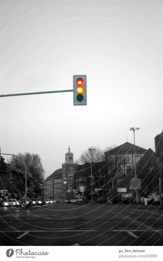 Ampel alleine rot Einsamkeit gelb Straße PKW Verkehr fahren Ampel Münster rotgelb