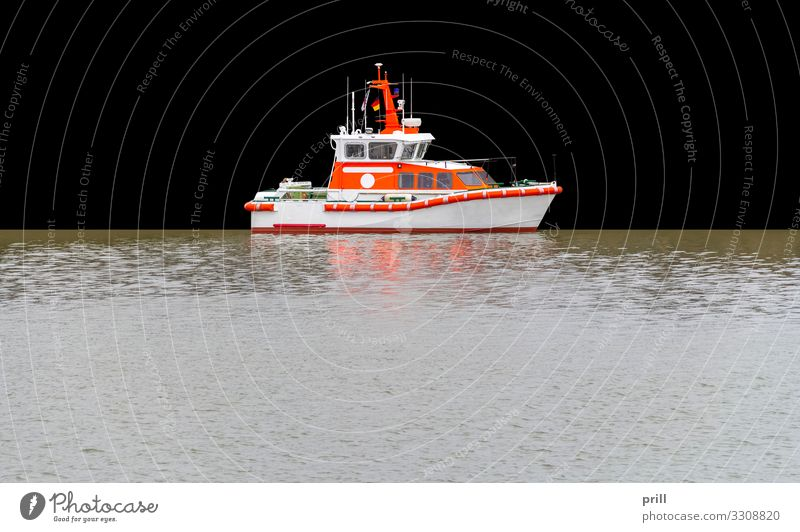 rescue lifeboat in the sea Meer Wasser Verkehr Jacht Motorboot Beiboot Wasserfahrzeug authentisch Motorjacht search and rescue wasserrettung schwimmen