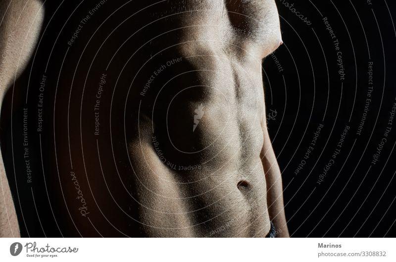 Nahaufnahme eines athletischen Körpers. Sport maskulin Mann Erwachsene Fitness Erotik muskulös stark Kraft Training Sporthalle Muskulatur üben Gewicht