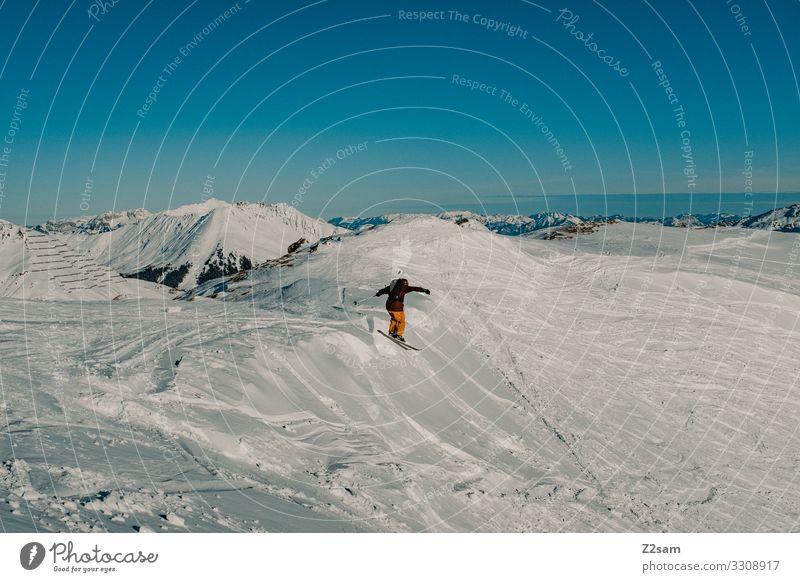 Freerider Freizeit & Hobby Winter Schnee Winterurlaub Berge u. Gebirge Skifahren Junger Mann Jugendliche Natur Landschaft Wolkenloser Himmel Alpen Gipfel Sport