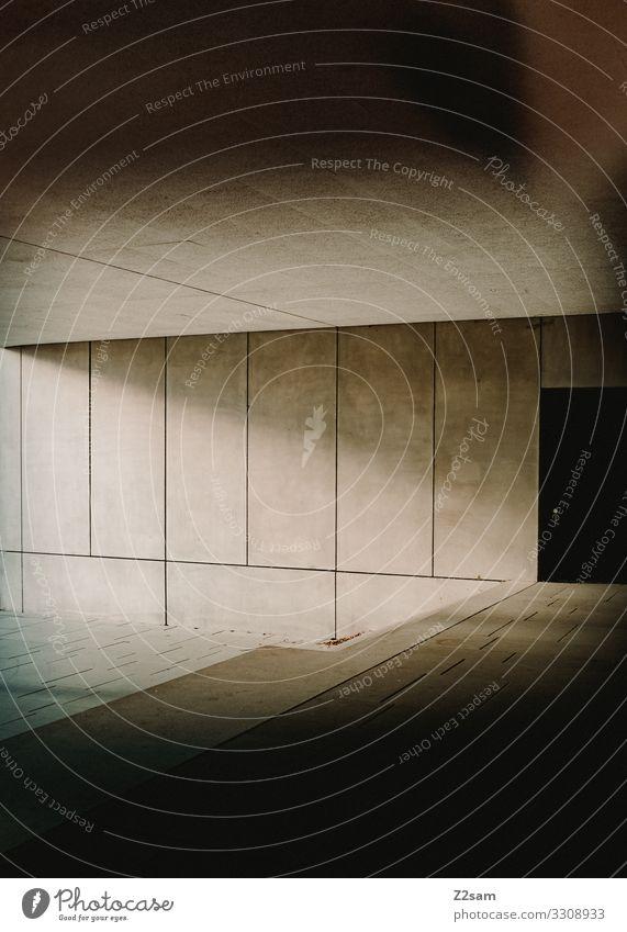 Bauhaus Stadt Menschenleer Haus Bauwerk Gebäude Architektur ästhetisch dunkel eckig einfach modern Wärme Zufriedenheit Design Einsamkeit Perspektive Präzision