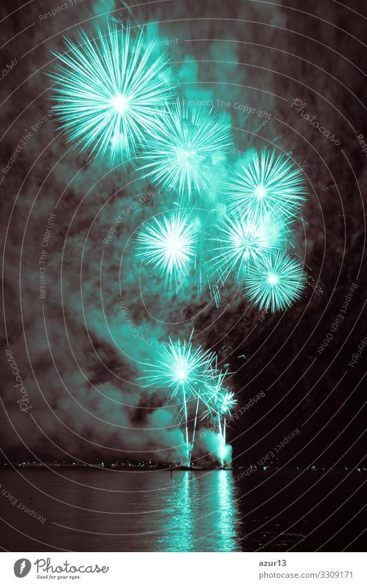 Luxury fireworks event sky water sea show with turquoise stars Nachtleben Entertainment Party Veranstaltung Feste & Feiern Silvester u. Neujahr Jahrmarkt Show