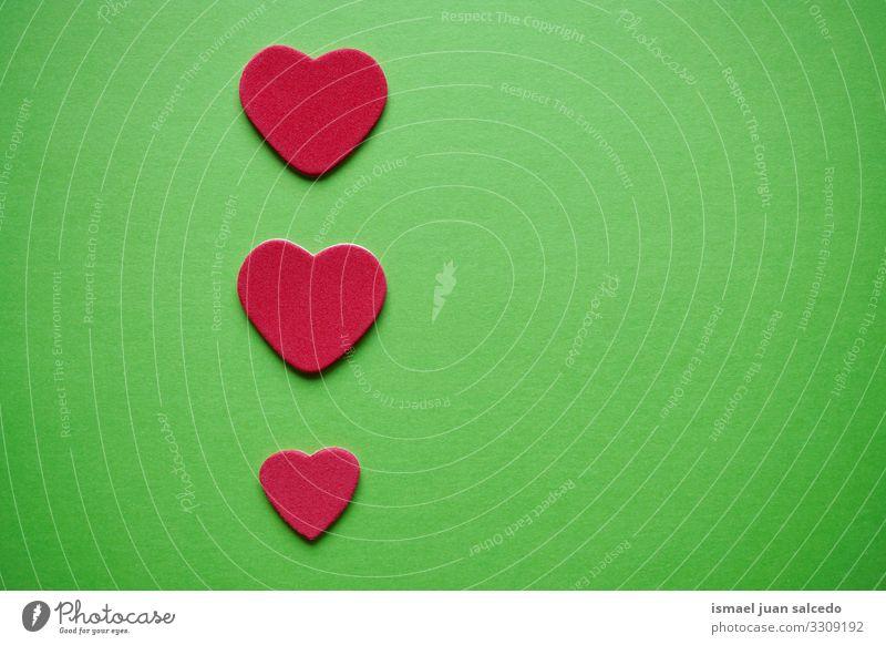 Dekoration mit roten Herzen für den Valentinstag Liebe grün Hintergrundbild Farbe mehrfarbig Symbole & Metaphern Romantik Feste & Feiern Gefühle Liebespaar