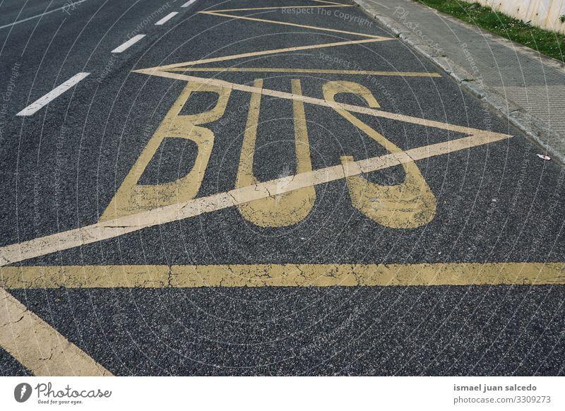 Bushaltestellenschild in der Stadt Bilbao Spanien, Ampel Verkehrsgebot signalisieren Straße Ermahnung Großstadt Verkehrsschild Zeichen Symbol Weg Vorsicht