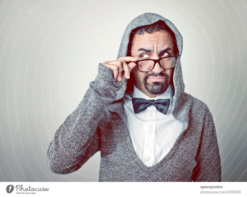 Monsieur Abou (2) Mensch maskulin Junger Mann Jugendliche Erwachsene 1 18-30 Jahre Mode Fliege Brille schwarzhaarig kurzhaarig Bart Vollbart nerdig Neugier