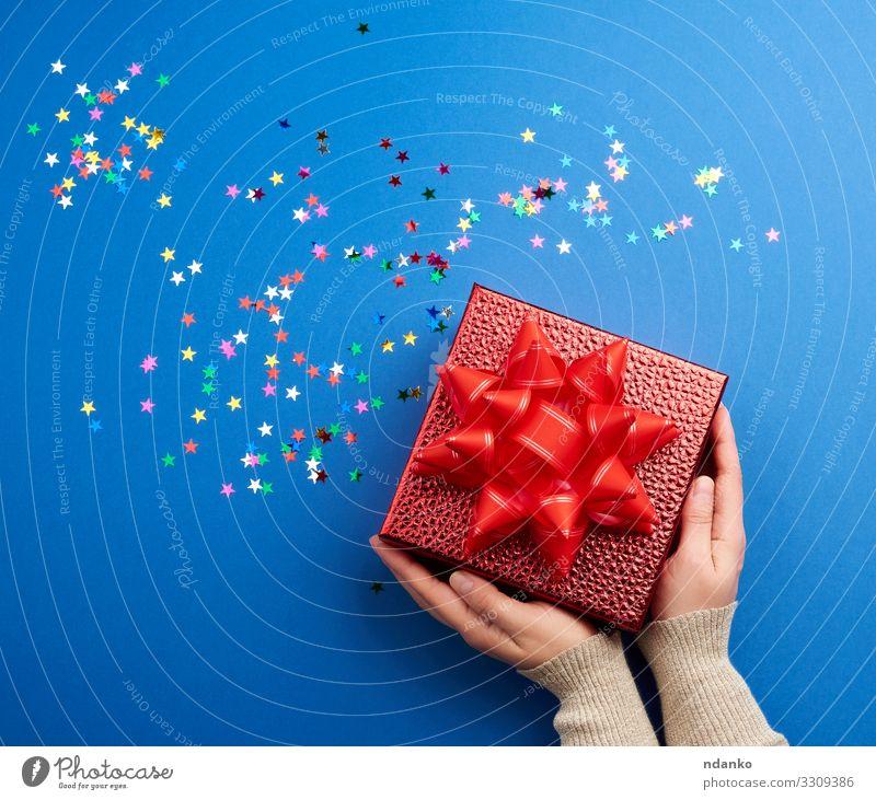 schöne glänzend rote Schachtel mit einer großen roten Schleife Design Dekoration & Verzierung Feste & Feiern Valentinstag Muttertag Weihnachten & Advent
