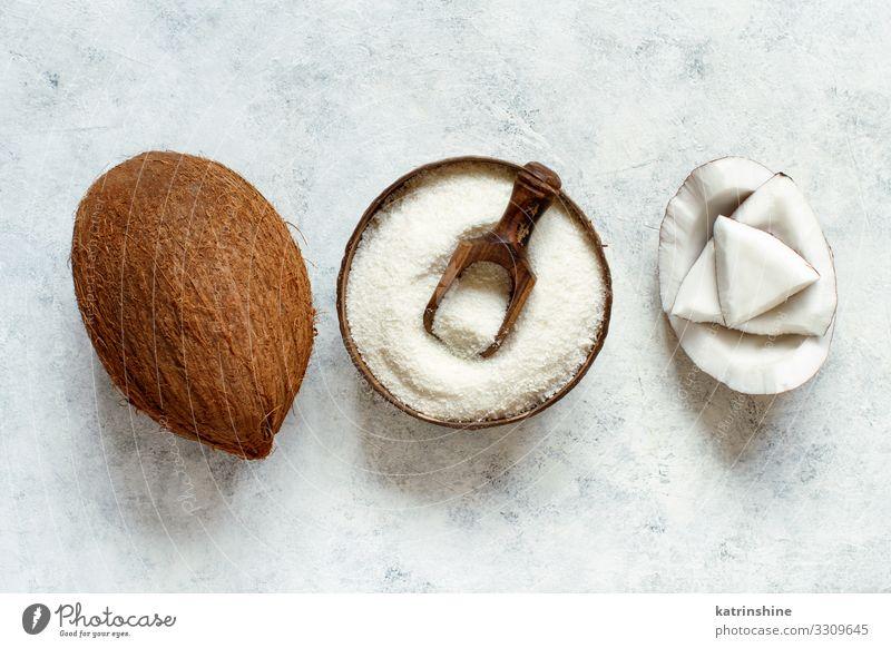 Kokosnussmehl in einer Holzschüssel - Draufsicht Gemüse Frucht Ernährung Vegetarische Ernährung Schalen & Schüsseln Löffel oben braun weiß Schuppen Mehl Keton