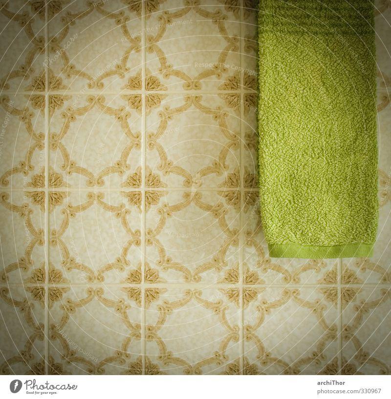 alte Zeiten - neue Tücher grün Schwimmen & Baden hell braun Sauberkeit einzigartig Fliesen u. Kacheln trashig Handtuch sparsam Reinlichkeit Retro-Trash