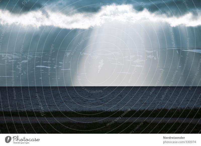 Nordisch blau Wasser Meer Ferne dunkel Berge u. Gebirge Küste Religion & Glaube Luft Regen Wetter Klima leuchten Urelemente bedrohlich Hoffnung