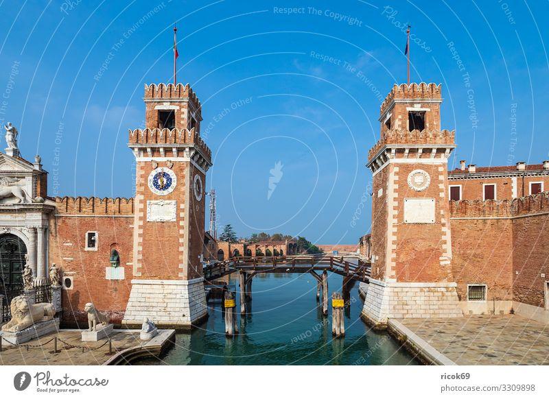 Historische Gebäude in der Altstadt von Venedig in Italien Erholung Ferien & Urlaub & Reisen Tourismus Haus Wasser Wolken Stadt Brücke Turm Architektur Fassade