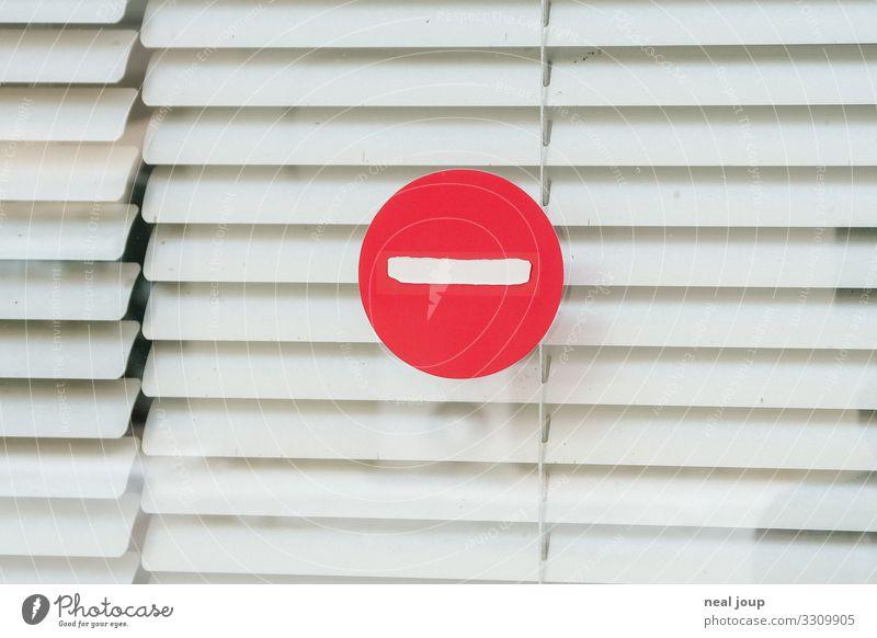 No looking! Fenster Jalousie Schaufenster Hinweisschild Warnschild Verkehrszeichen kaufen Blick trashig rot weiß Schutz Verschwiegenheit Neugier Enttäuschung
