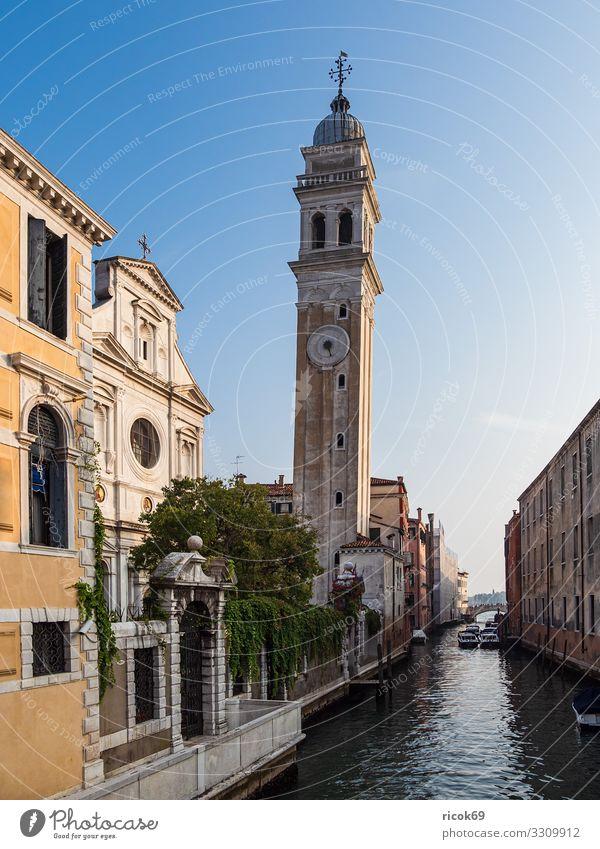 Historische Gebäude in der Altstadt von Venedig in Italien Erholung Ferien & Urlaub & Reisen Tourismus Haus Wasser Wolken Stadt Turm Architektur Fassade