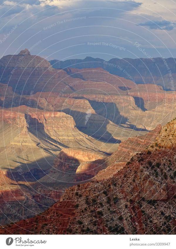 Grand Canyon 1 Umwelt Natur Landschaft Urelemente Klima Klimawandel Dürre Felsen Schlucht eckig fantastisch gigantisch historisch blau braun gelb grau rot Macht