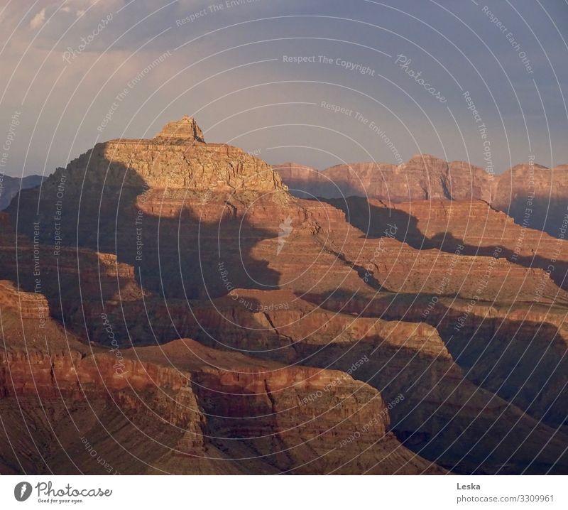 Grand Canyon 2 Natur Landschaft Urelemente Erde Sonnenlicht Klima Klimawandel Dürre Felsen Schlucht Bekanntheit eckig gigantisch historisch hoch stark braun rot