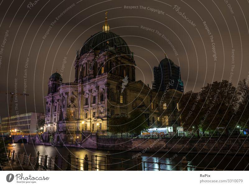 Berliner Dom bei Nacht. Lifestyle Design Ferien & Urlaub & Reisen Tourismus Sightseeing Städtereise Bildung Erwachsenenbildung Beruf Wirtschaft Handel
