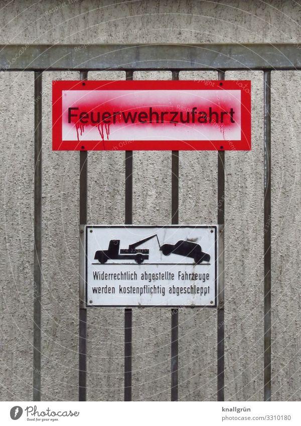 Feuerwehrzufahrt Mauer Wand Tor Schriftzeichen Schilder & Markierungen Hinweisschild Warnschild Kommunizieren grau rot schwarz weiß bedrohlich Ordnung Schutz