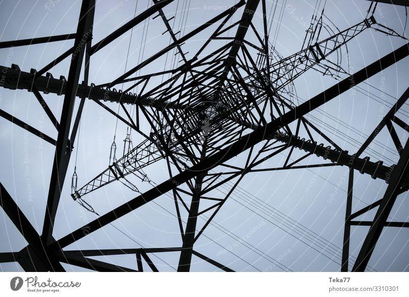 #Hochspannungsmast #1 Winter Energiewirtschaft ästhetisch Elektrizität Dorf Strommast Hochspannungsleitung Erneuerbare Energie Energiekrise Starkstrom