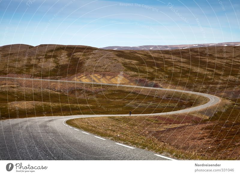 Dynamik Ferien & Urlaub & Reisen blau Sommer Einsamkeit Landschaft Ferne Berge u. Gebirge Straße Wärme Wege & Pfade Freiheit Felsen Stimmung braun Verkehr