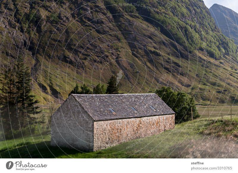 GLENCOE 3 Natur Landschaft Haus Einsamkeit Berge u. Gebirge Felsen Häusliches Leben einfach Schottland Highlands