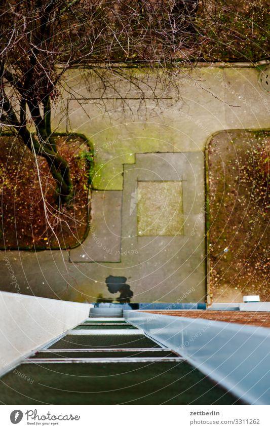 Geflickter Bürgersteig Reparatur Ausgang Eingang Flickzeug repariert Fußweg Menschenleer Textfreiraum Wege & Pfade Winter Häusliches Leben Wohngebiet