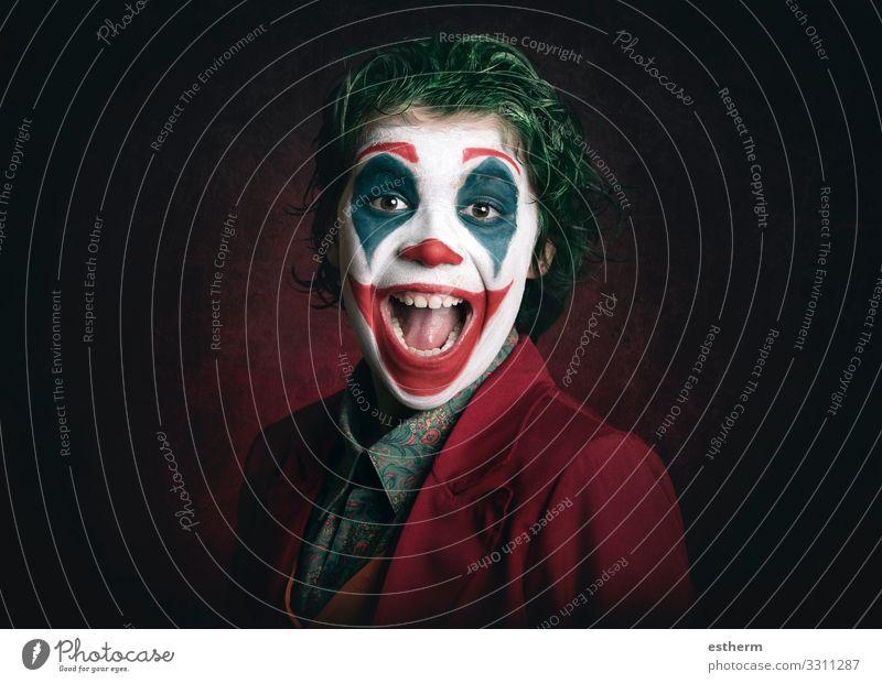 lächelnder Junge als Joker verkleidet Lifestyle Freude Schminke Spielen Entertainment Party Veranstaltung Feste & Feiern Karneval Halloween Mensch maskulin Kind
