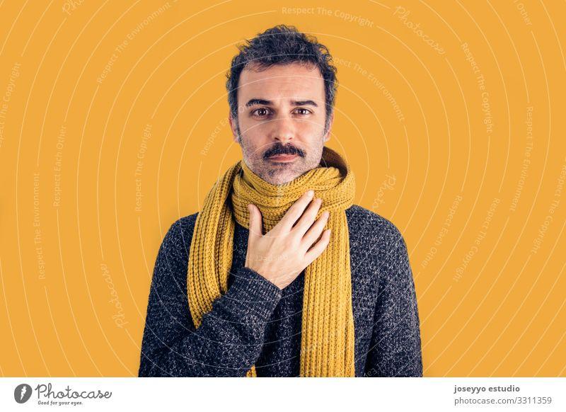 Brünetter Mann mit Halsschmerzen Erwachsene braun Pflege Erkältung Krankheit Ausdruck Gesicht Fieber Grippe Kopfschmerzen Gesundheitswesen Infektion vereinzelt